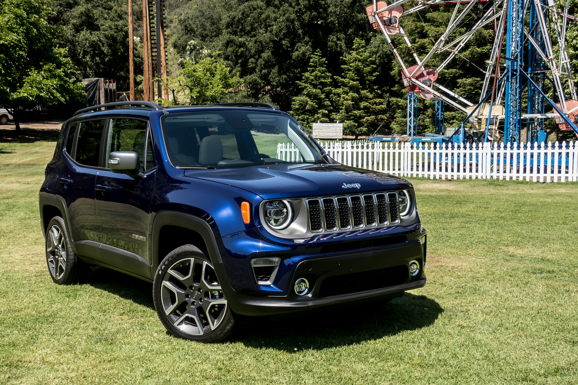 jeep-renegade-2019-01-angle--blue--exterior--front.jpg