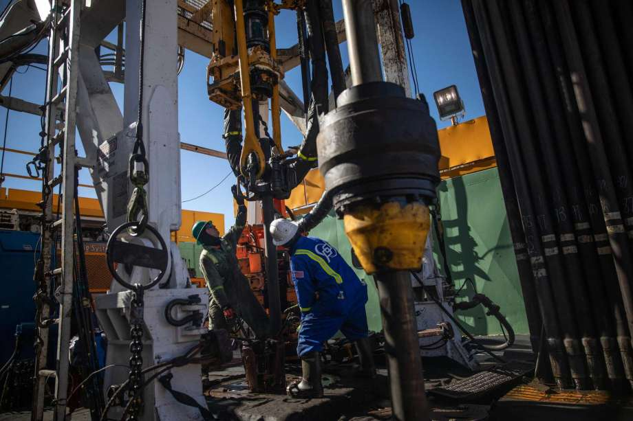 Floorhands work on an drilling rig contracted to Shell in the Delaware Basin, near Wink, Texas, on Jan. 25, 2019.  (Tamir Kalifa/The New York Times) Photo: TAMIR KALIFA, STR / NYT / NYTNS