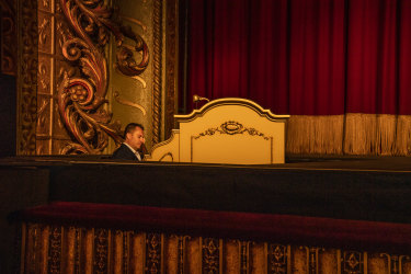 Organist John Giacchi playing the Wurlitzer organ as it ascends from below the stage.