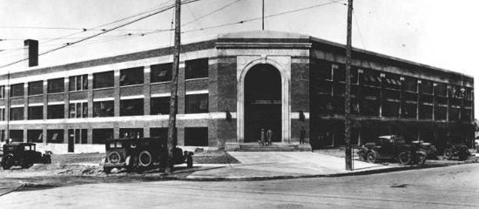 Kettering University Academic building when it was known as General Motors Institute in 1927