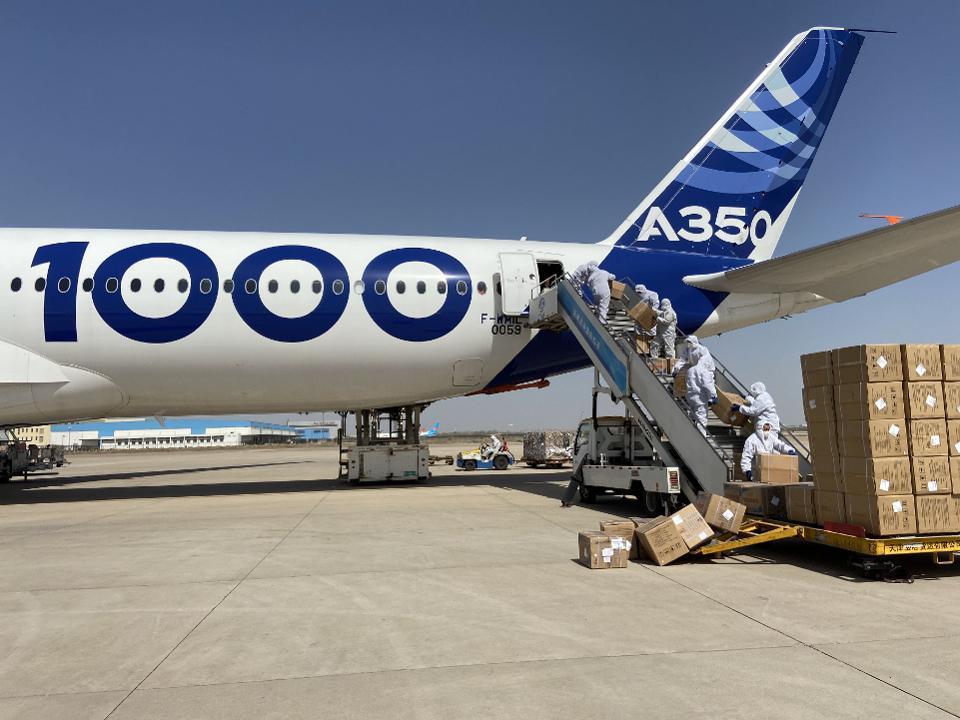 A350-1000 cargo loading in Tianjin